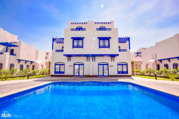 Luxury 4BD sea view villa in Hurghada with pool