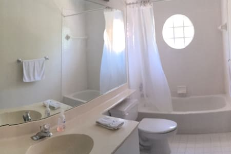 Cool and Clean!!! - Margate - House