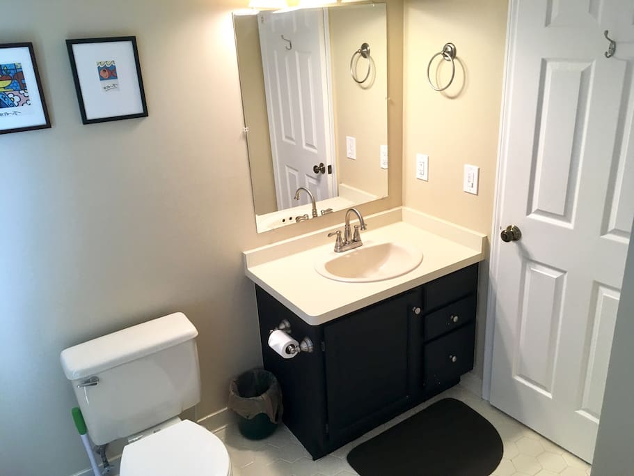 Private guest bathroom with tub/shower includes 2 sets of towels.