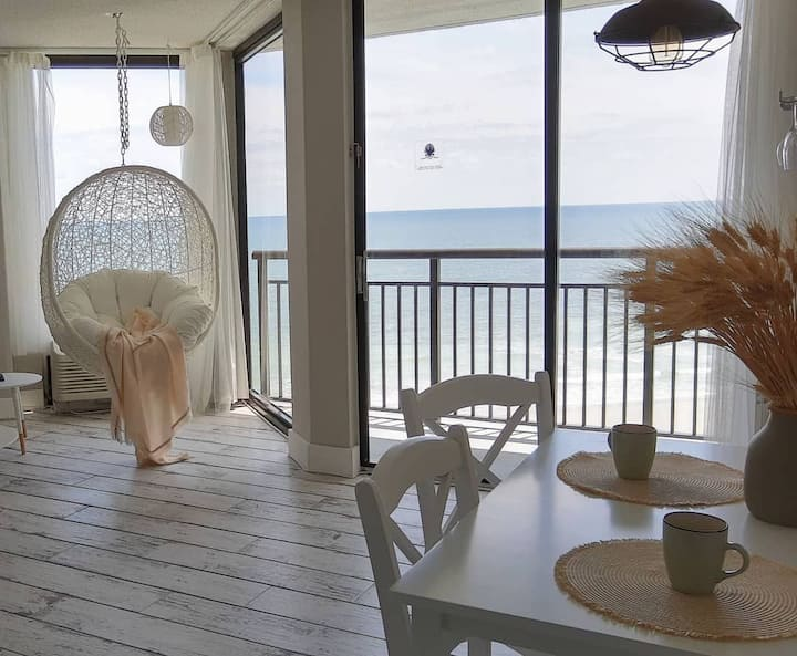 Unique Oceanfront one bedroom 'Cottage' Condo
