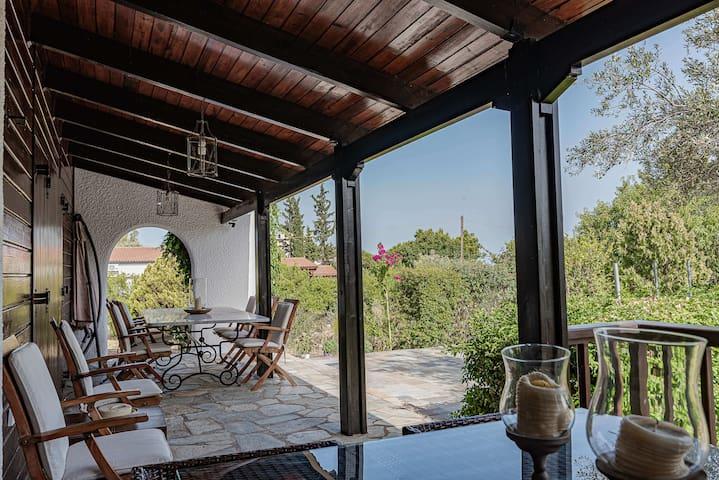 Villa Cassandra, seaside bliss hosting 10!