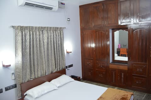 GOLDEN Homestay Double A/C Room-1A