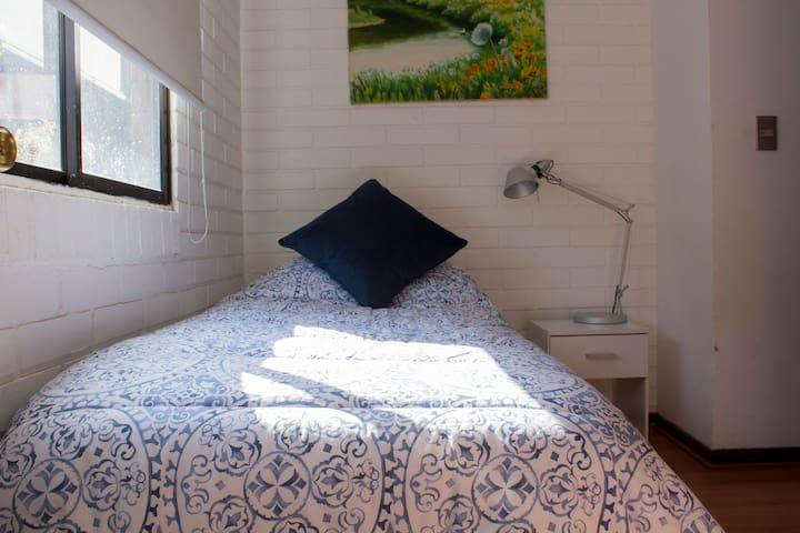 Habitación y baño privado frente Alto las Condes