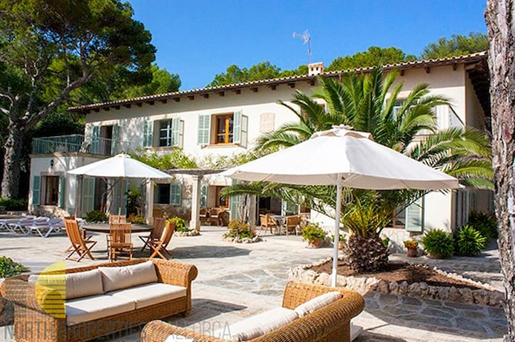Magnificent Villa Master situated in one of the mo - Illes Balears - Huvila
