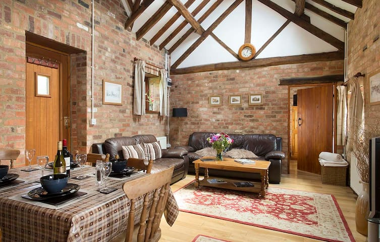 The Stables Cottage, hot tub & pool - Warwickshire - Casa