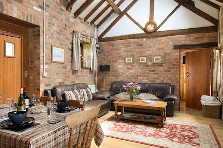 The Stables Cottage, hot tub & pool - Warwickshire