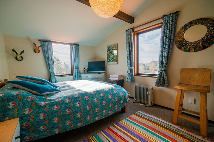 """The """"River View Room"""" with: TV / Freeview / Netflix / Chrome Cast and  sun in the morning. The best room in the house."""