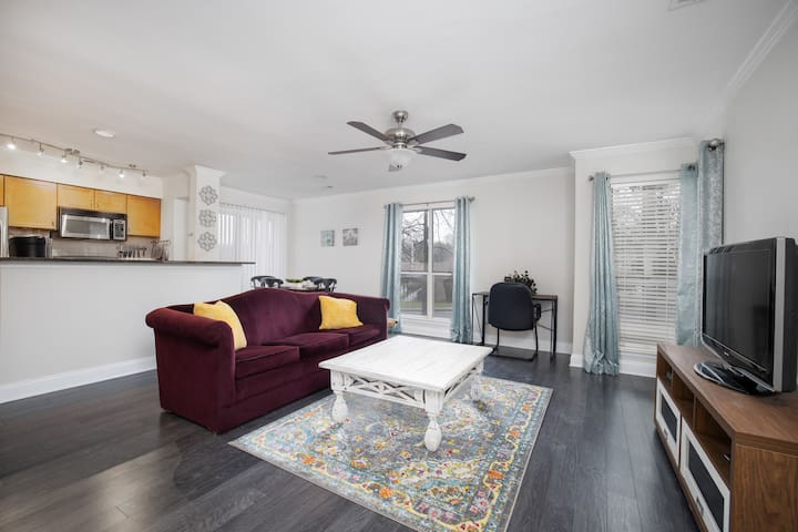 Charming Condo | ★ Near Uptown ★ | Pool/Parking