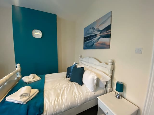 Southend Airport Lodges  3 - Large Family Room