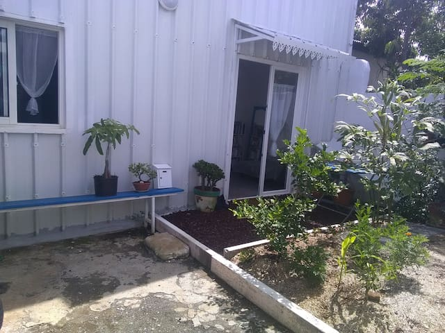 Welcome! WITH GARDEN, JACUZZI, BEACH NOT FAR!