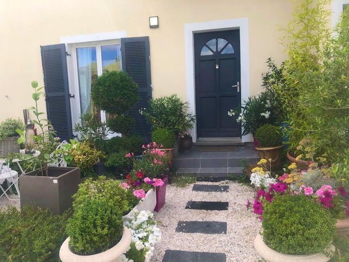 Chambre dans maison avec jardin (2)