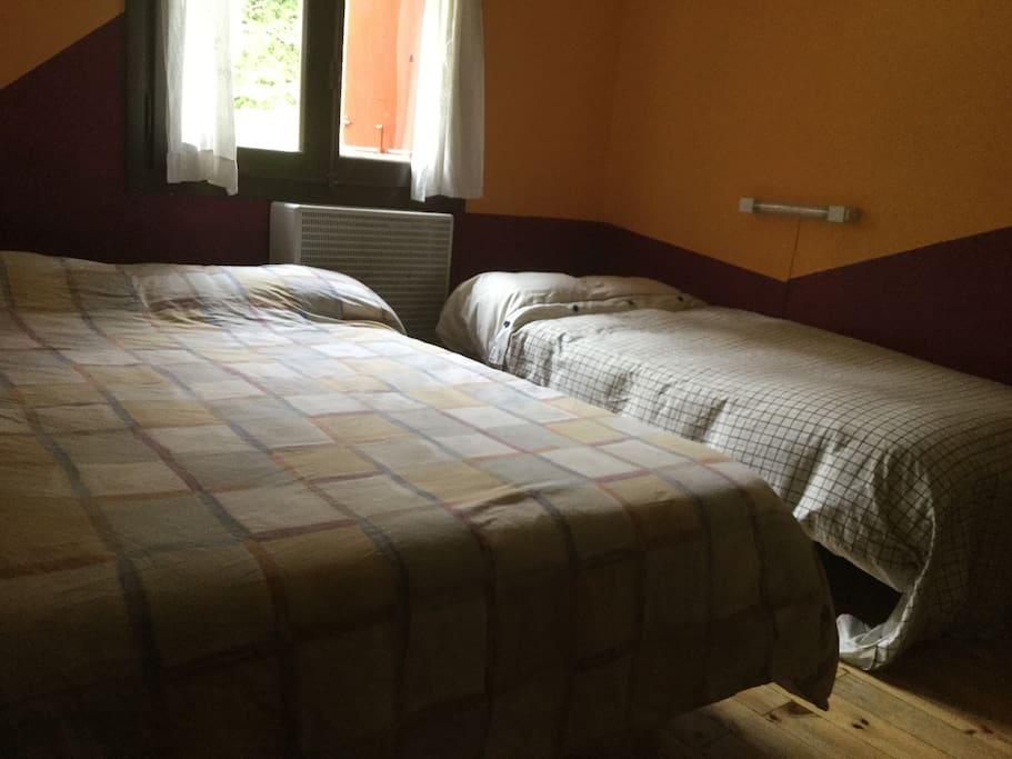 Habitación privada hasta 3 personas.