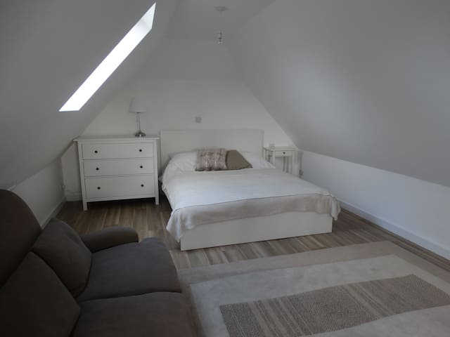 Large, private studio close to beach with ensuite - West Wittering - Loft