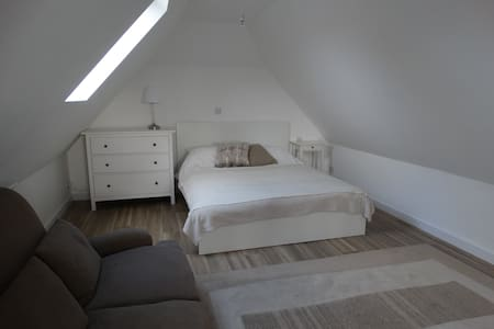 Large, private studio close to beach with ensuite - West Wittering - Loftlakás