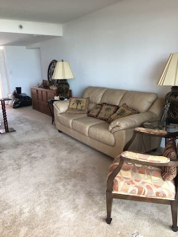 Beach Front Condo -Ground Floor - Daytona Beach Shores