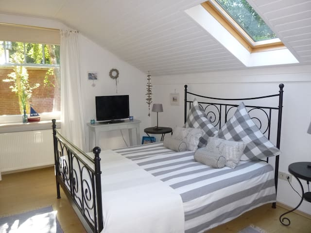 Bed&Breakfast in charmantem Landhaus - Norden - Penzion (B&B)