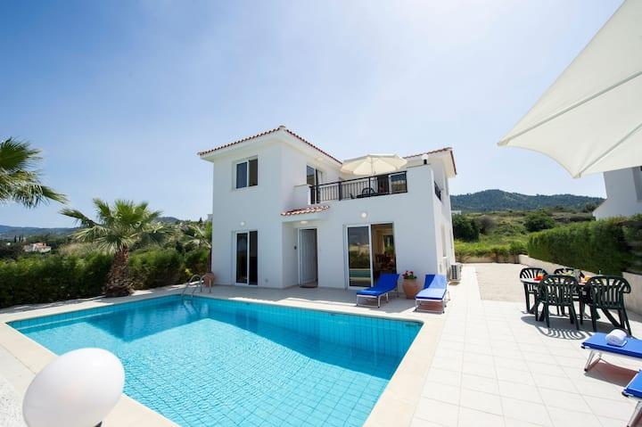 Villa Petunia: Stylish villa with pool, A/C, WiFi