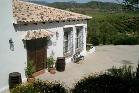 Great rural villa in nature - Coín