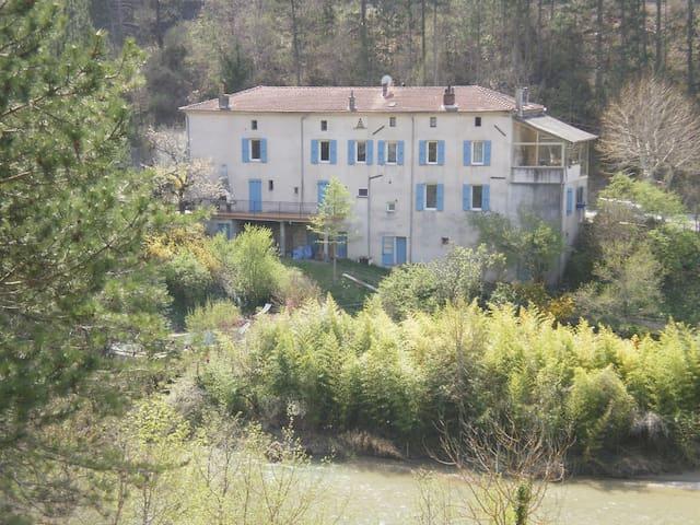 Logement vacances bord de rivière SAINTE CR (Hidden by Airbnb)