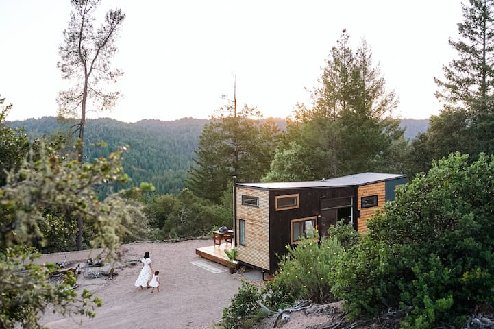 Escher Tiny Cabin with Soak Tub & Panoramic Views