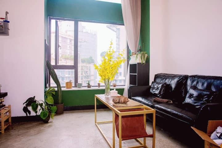 杨家坪步行街保利时代广场近多条轻轨loft时尚公寓