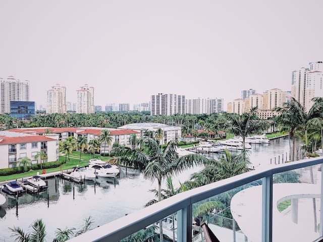 Waterfront Chic Loft Apartment - Aventura, FL