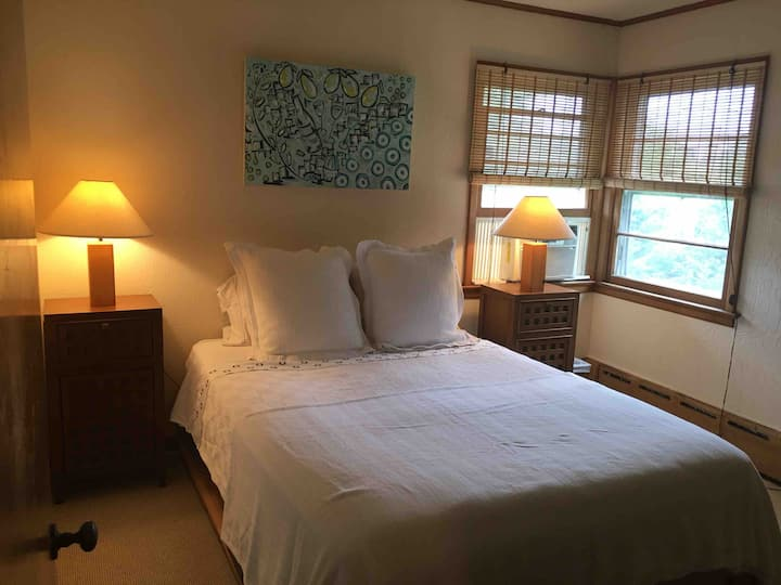 Greenport Village Private Room w/separate entrance
