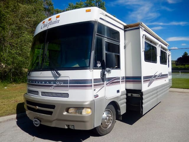 RV Motorhome Rental Motor home 35ft Class A UTAH - Highland - Karavan