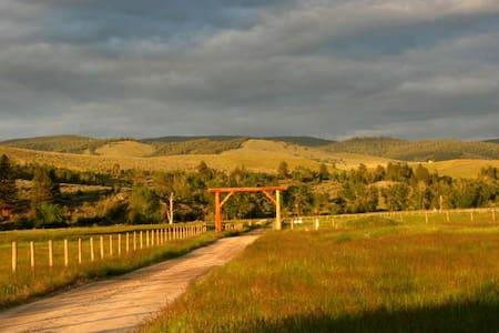 Cozy Sweet Ranch Bunkhouse - Stevensville