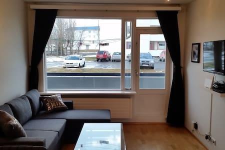 Cozy apartment in a quiet neighborhood - Akureyri - Apartmen