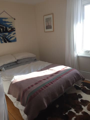 Cozy room in a 1800's farm house - Ottawa - Talo