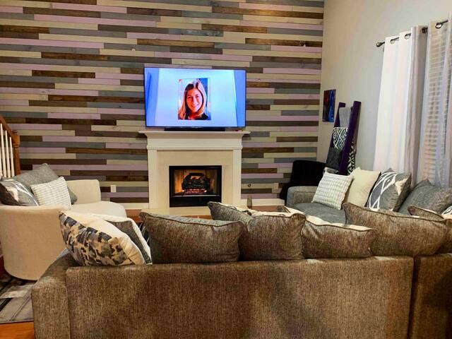 Homey Getaway (Sleeps 12) 3D TV Entertainment!