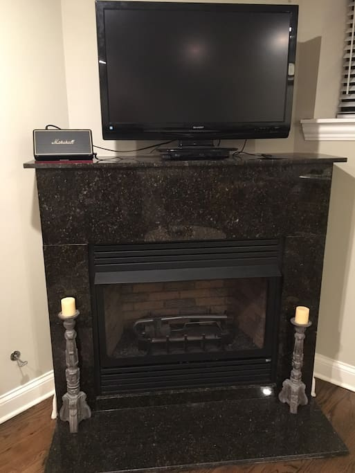 Working Gas Fireplace, TV (w/ Chromecast) & Bluetooth Speaker