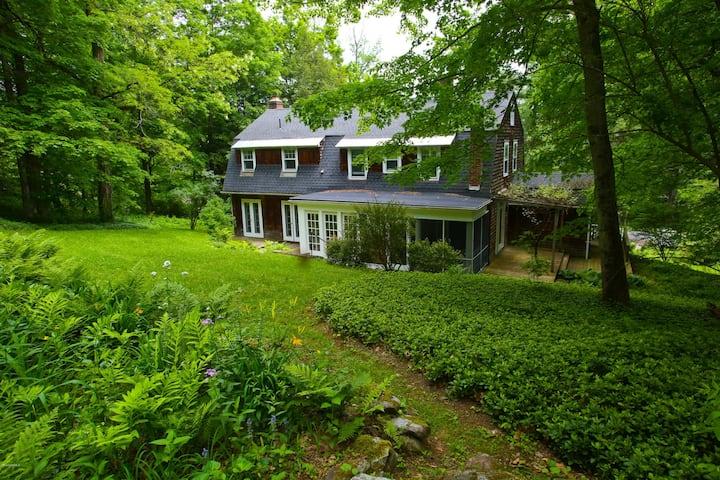 Serene Home Around the Corner From Chesterwood