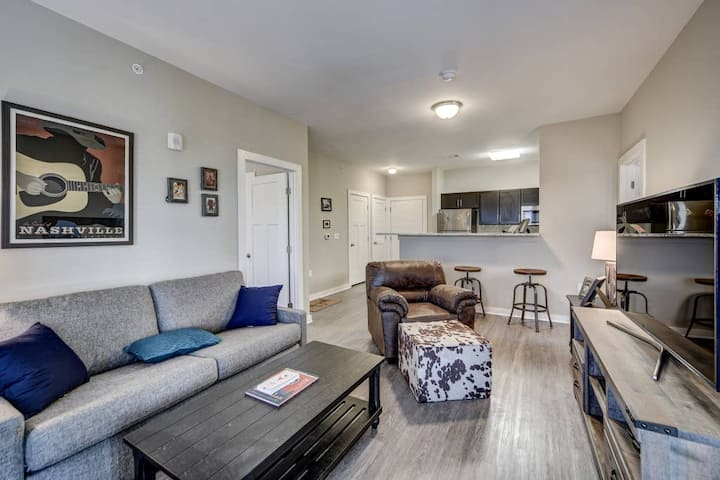 The Charlesville #304 Condo *walk to downtown!*