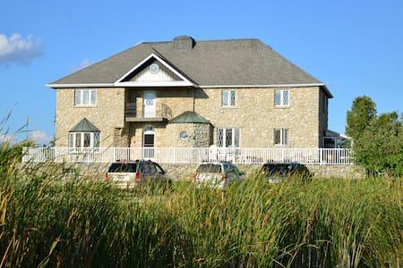 Luxurious Estate B&B on 100 Acres - Acton