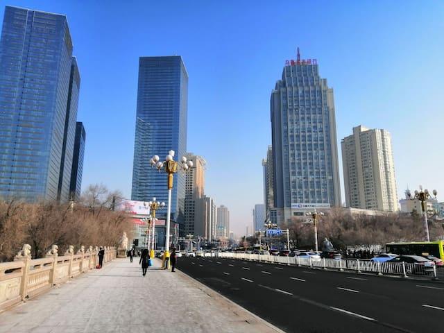 1乌鲁木齐市中心,红山西大桥时代广场侧,设计院大院,旅途中的家。