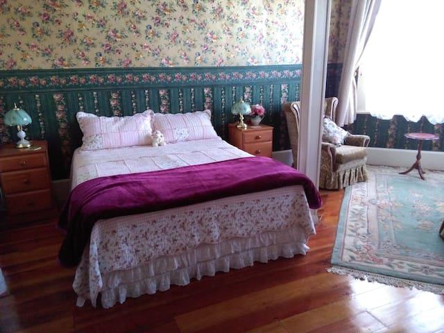 Rose Cottage Private Room, Ensuite, Lounge Kitchen
