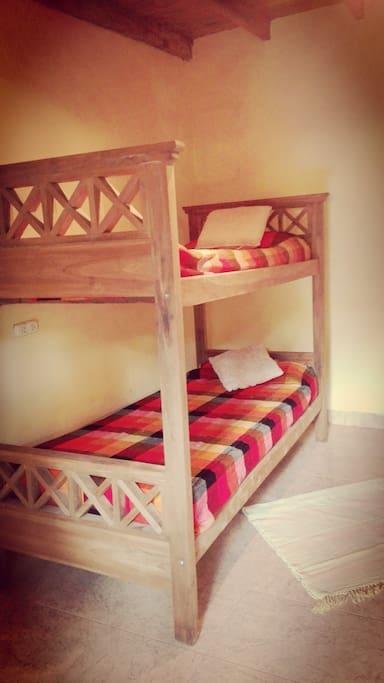 Dormitorio con camas cuchetas para 4 huespedes