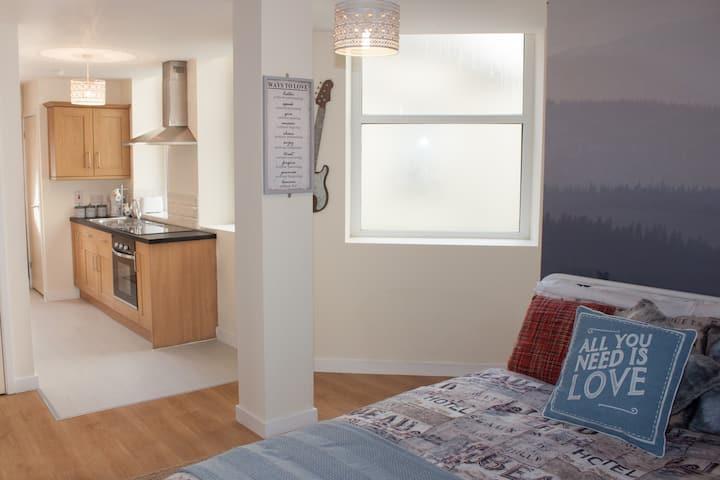 (201) Beautiful studio apartment  with breakfast