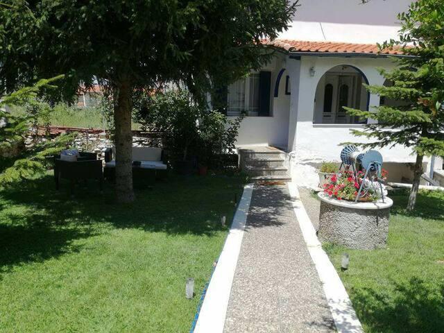 Μεζονέτα τής Βασιλικής (Vasilikis house) *****