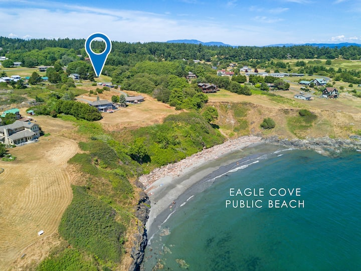 NEWLY LISTED!! ACROSS FROM THE BEACH! (Eagle Cove Lookout)
