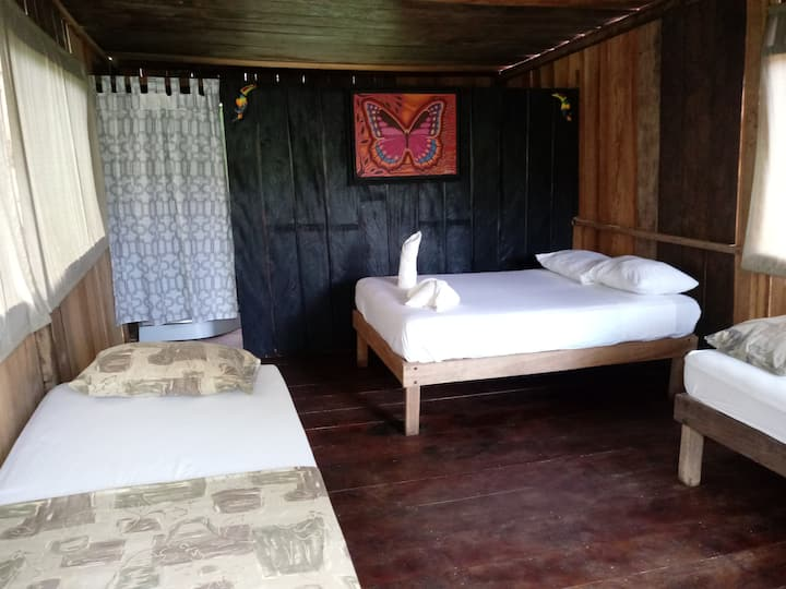Eretzen Ta Lodge Hut