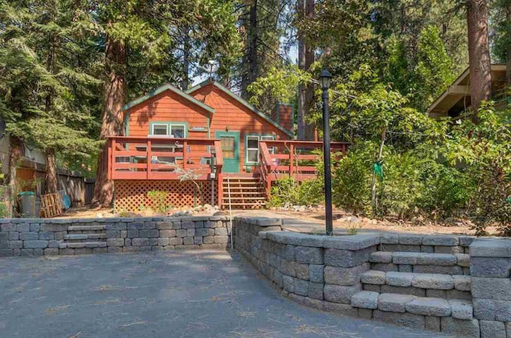 "Updated ""Traditional Tahoe"" Cabin in Kings Beach"