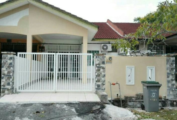 PD PARADISE  HOME STAY, 8 MILE BEACH ROAD
