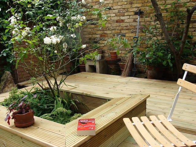 Lovely 1 bedroom garden flat - Lontoo