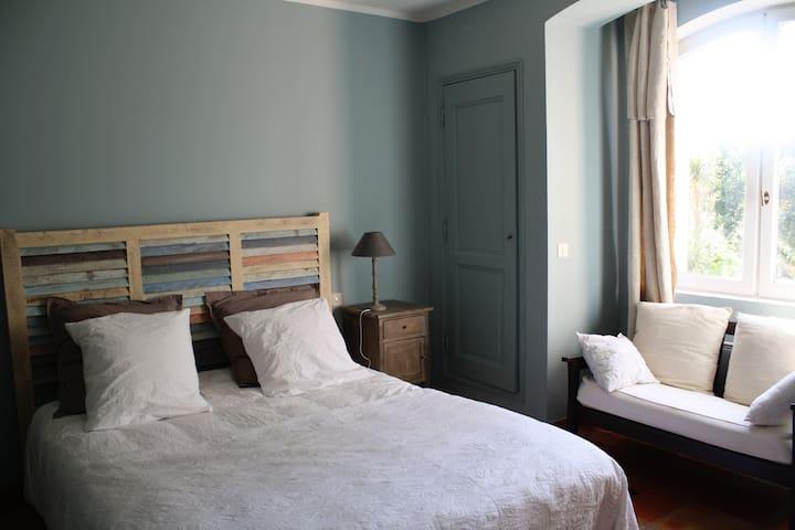chambre d'hôtes dans une maison dans les vignes