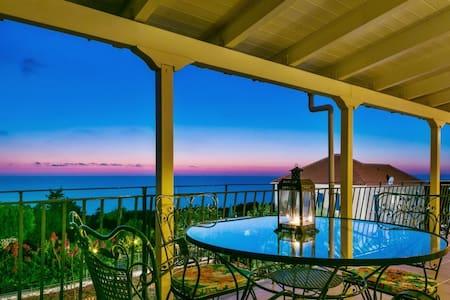 Spacious apartment w/sea views - Tzamarelata