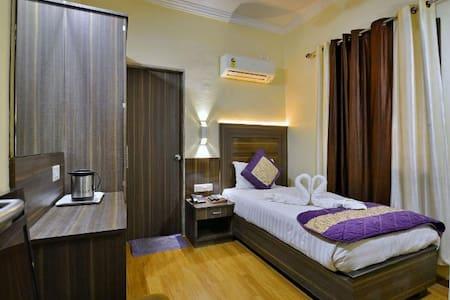 Single Room @ The Samrat