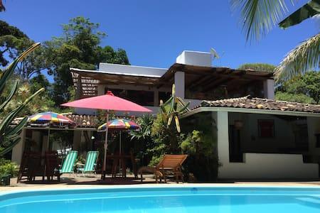 Casa estilo Mediterranea com piscina, 150m praia